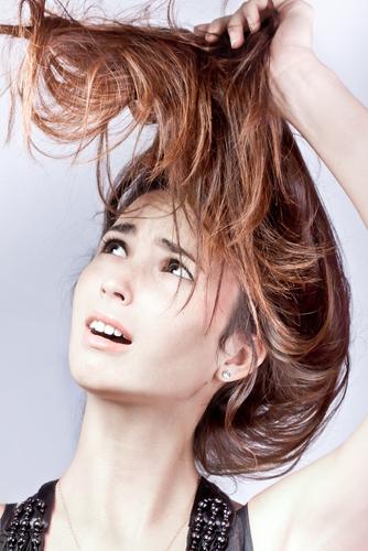髪 玉結び 原因
