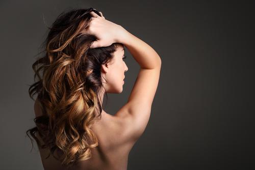 髪 こめかみ くせ毛