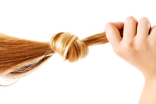 髪 結び目 原因