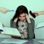 髪にストレスを与えるとチリチリに?ストレスと毛穴の関係とは?