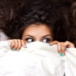 寝起きの髪がはねる原因は?毎日のセットが楽になる方法をご紹介!