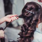 髪の毛の静電気は朝のセットで軽減できる?注意する点は?