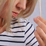 枝毛を割くのは絶対にダメ!髪がダメージを受ける原因とは?