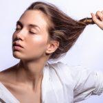 寝る前に髪をねじるだけ!簡単ヘアアレンジの方法とは?